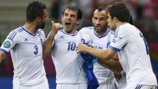 Giorgios Karagounis ghi bàn cho Hy Lạp