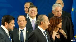 Участники саммита G20 собираются для групповой фотографии