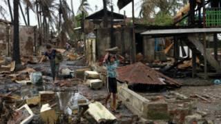 منازل مدمرة في راخين
