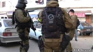 вооруженные люди в масках