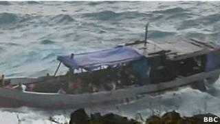 Лодка с беженцами