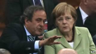 ميركل وبلاتيني في مباراة ألمانيا واليونان