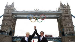 奥运五环标志落户伦敦塔桥
