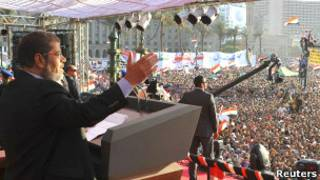 Umukuru w'igihugu Mohammed Morsi ashikiriza ijambo i Tahrir Square ejo