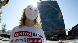 متظاهرة أمام مقر الأمم المتحدة في نيويورك