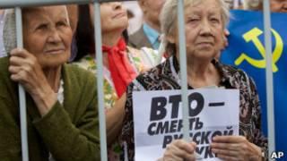 Две женщины на митинге против ВТО
