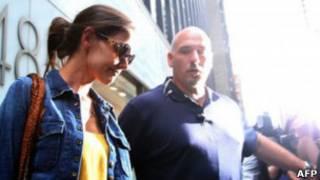 Кэти Холмс покидает офис своих адвокатов в Нью-Йорке 9 июля 2012 года