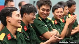Lính gìn giữ hòa bình trong lễ trao chứng chỉ