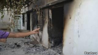 Casa queimada em Tremseh | Foto: Reuters
