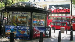 伦敦街头的音乐剧《芝加哥》广告牌