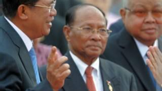 Chủ tịch Quốc hội Campuchia Heng Samrin (giữa)