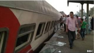 В Каире сошел с рельсов поезд