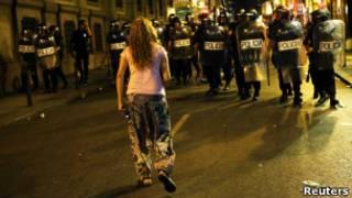 Полиция и демонстрант