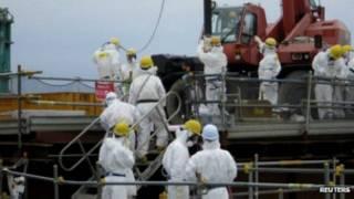 Petugas di reaktor Fukushima