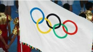 علم يحمل شعار الأولمبياد 2012