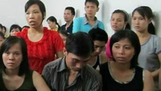 Công nhân may Việt Nam ở Vinastar trong một cuộc họp