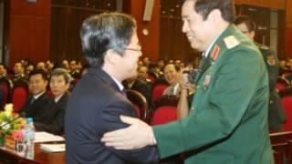 Bộ trưởng Phùng Quang Thanh chào đón đại biện lâm thời Trung Quốc Khương Tái Đông