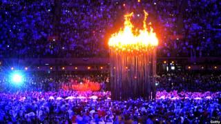 倫敦奧運主會場上的銅花瓣火炬塔