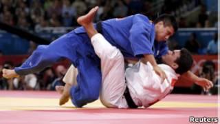 Leandro Guilheiro em luta contra o japonês Takahiro Nakai (Foto: Reuters)