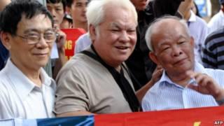 Các trí thức tham gia biểu tình chống Trung Quốc năm 2011