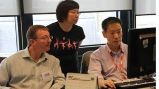 考爾·皮斯(左) BBC英倫網編輯尚清(右)