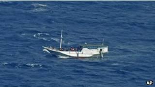 مهاجرون غير شرعيين على قوارب بحرية