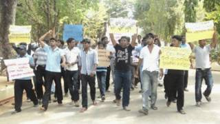 Jaffna students in a protest (fiule photo)