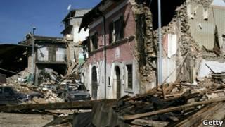 Imagem de quatro anos atrás, do terremoto em Áquila (AFP)