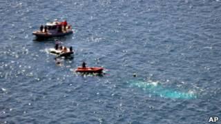 У берегов Турции ищут погибших