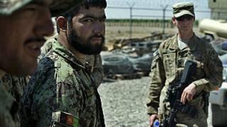 جندي تابع للناتو في افغانستان
