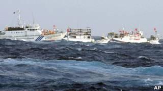 Тайваньские суда и японское судно береговой охраны