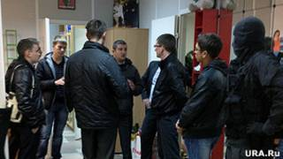 полиция в офисе ura.ru
