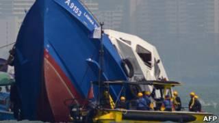 Затонувшее судно в Гонконге