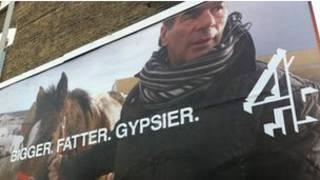 """Рекламный плакат телевизионной серии """"Моя большая жирная цыганская свадьба"""""""