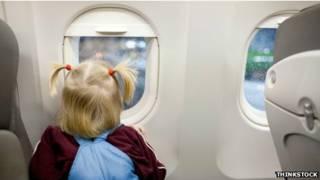 Niña en un avión
