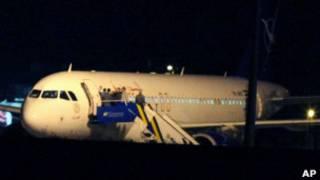 Задержанный сирийский самолет