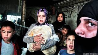 Civiles se refugian de un bombardeo en la ciudad de Alepo Foto Javier Manzano
