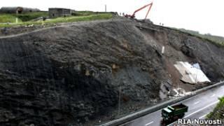 Обрушение дороги, построенной к саммиту АТЭС во Владивостоке