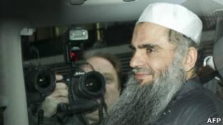 La justice britannique a approuvé le recours de l'islamiste Abou Qatada contre son extradition vers la Jordanie qui le réclame pour complot terroriste.