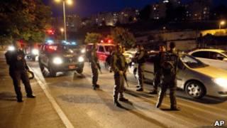 Израильская полиция оцепила место падения ракеты