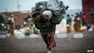 Une femme déplacée par la crise dans l'est de la RDC