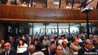 Подсудимые в зале суда в Буэнос-Айресе 28 ноября 2012 года