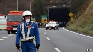 Полицейский у тоннеля Сасаго