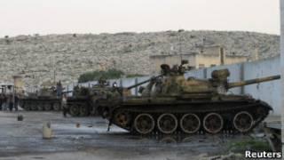 Combatientes sirios cerca de la frontera con Turquía