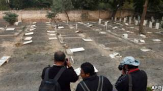 پاکستان میں احمدی برادری کے ایک قبرستان کی فائل تصویر