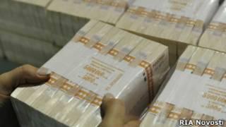 Пачки напечатанных денег