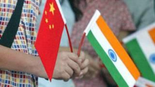 भारत और चीन के झण्डे