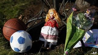 Игрушки в память о погибших в школе Сэнди-Хук