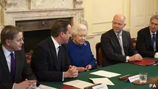 Елизавета II на заседании кабинета министров