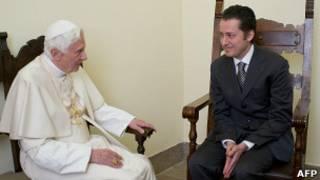Папа Римский беседует с Габриэле